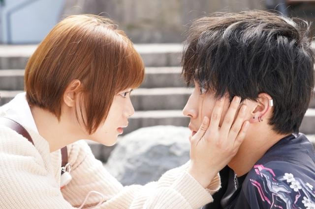 6日スタート『恋です!~ヤンキー君と白杖ガール~』に出演する杉咲花と杉野遥亮 (C)日本テレビの画像