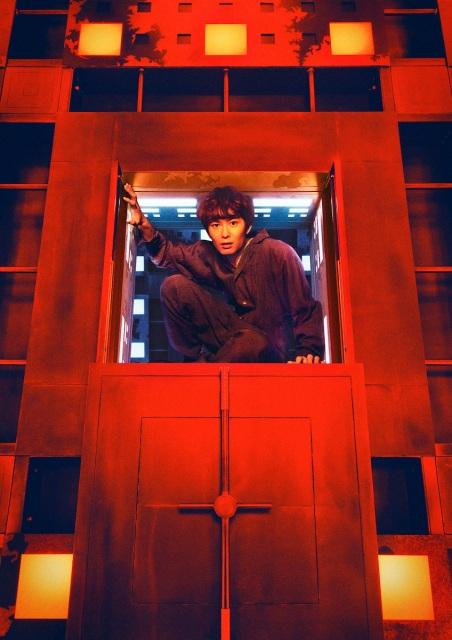 映画『CUBE 一度入ったら、最後』(10月22日公開)岡田将生が扮するフリーターの越智真司(31歳) (C)2021「CUBE」製作委員会の画像