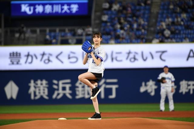 「横浜DeNAベイスターズvs阪神タイガース」の始球式に登場した尾碕真花の画像