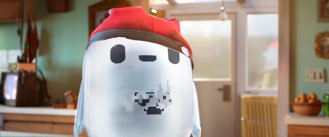 燃えたパンツを帽子のように被ったロン=『ロン 僕のポンコツ・ボット』(10月22日公開)(C)2021 20th Century Studios. All Rights Reserved.の画像