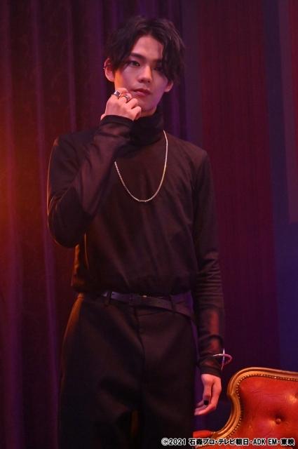 『仮面ライダーリバイス』の大二の悪魔のカゲロウ (C)2021 石森プロ・テレビ朝日・ADK EM・東映の画像