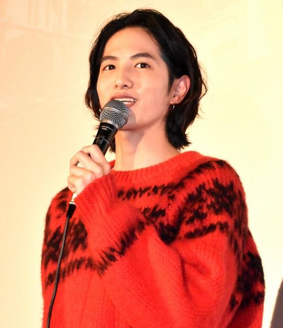 ドキュメンタリー映画『人と仕事』の初日舞台あいさつに出席した志尊淳 (C)ORICON NewS inc.の画像