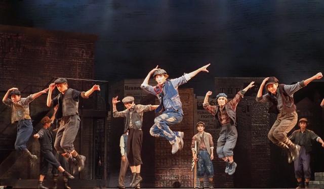 ディズニーミュージカル『ニュージーズ』が開幕(写真提供/東宝演劇部)の画像