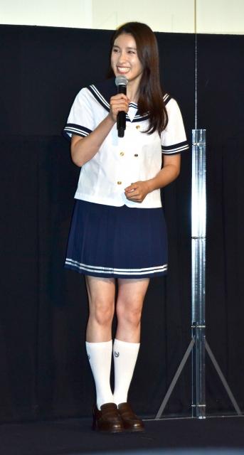 ファンにセーラー服姿を披露した土屋太鳳 (C)ORICON NewS inc.の画像