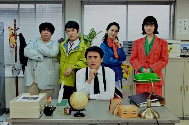 『出動!謎ときヒーロー』に出演する(左から)草薙航基、下兼史鷹、劇団ひとり、ファーストサマーウイカ、志田彩良(C)TBSの画像