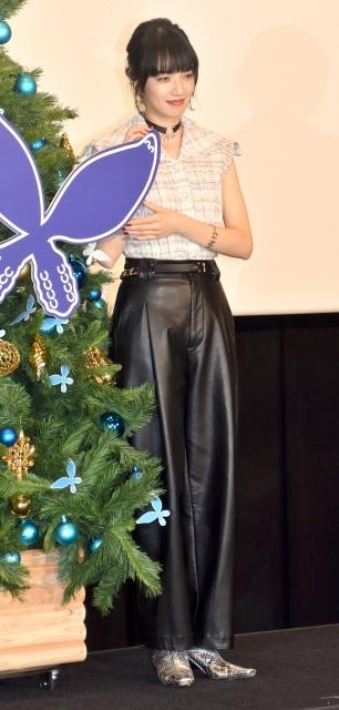 ノースリーブ衣装で美スタイルを披露した小松菜奈 (C)ORICON NewS inc.の画像