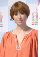 hitomi、娘がヘアドネーションでショートカットに ビフォーアフター公開「あまりに潔くって」