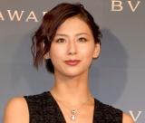 西内まりや、姉・ひろとの水着姿の2ショット公開「そっくり」「美人姉妹すぎて、、」