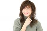 西山茉希、赤の透けブラショット公開 ショーパン×ニーハイで美脚もチラリ