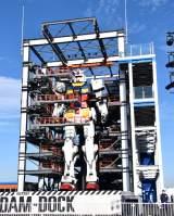 """1/1スケール""""実物大""""18メートルの動くガンダム公開 発進演出は約8分"""