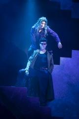 """舞台『幽白』開幕、戸愚呂兄弟の""""肩乗り""""再現 階段を駆使…幽助たちとバトルも"""