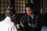 秀吉を問いただす明智光秀(長谷川博己)=大河ドラマ『麒麟がくる』第41回(1月17日放送) (C)NHKの画像