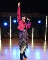 荻野目洋子『看護の日』イベントに歌でエール 「ダンシング・ヒーロー」熱唱