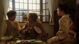 カフェ―「キネマ」で千代(杉咲花)と小暮(若葉竜也)と一緒に話しをするテルヲ(トータス松本)=連続テレビ小説『おちょやん』第8週・第38回より (C)NHKの画像