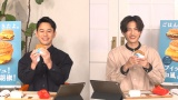 ライブ配信企画『妻夫木&志尊と一緒に「ごはんバーガー」いただきます!』に登場した(左から)妻夫木聡、志尊淳
