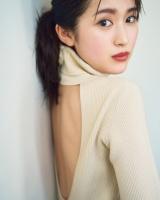 注目女優・福本莉子、ハタチ初グラビアは大ボリューム56P 透明感あふれる美肌披露