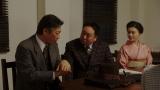 NHK大阪放送局・会議室にて。退院した長澤誠(生瀬勝久)と会話する花車当郎(塚地武雅)、竹井千代(杉咲花)=連続テレビ小説『おちょやん』第22週・第110回より (C)NHKの画像