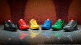 """レゴカラーのスニーカーがアディダス オリジナルスから登場、原宿の店舗では""""レゴブロック製スニーカー""""の展示も"""