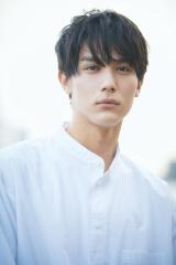 7月スタートの日曜ドラマ『ボクの殺意が恋をした』に主演する中川大志の画像