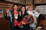 20日に最終回を迎える『コントが始まる』をクランクアップした仲野太賀、菅田将暉、神木隆之介 (C)日本テレビの画像