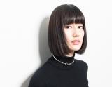 橋本愛、網タイツ姿で妖艶に肌見せ「美しすぎる」「この愛ちゃんどストライクすぎて!!」