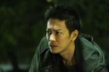映画『護られなかった者たちへ』主人公・利根泰久(佐藤健)(C)2021映画『護られなかった者たちへ』製作委員会の画像