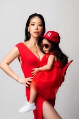 初の著書『#母であり私である 子育ての最強幸福論』を発売した紅蘭 写真:薮内努(TAKIBI)の画像