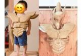 パパとお兄さんたち共同制作のダンボール戦闘スーツに身を包む四男くん(画像提供:いで あいさん)の画像