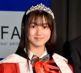"""日本一""""制服が似合う10代""""が決定 益若つばさ絶賛の中学2年生「原石を見つけた!」"""