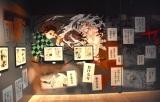 """『鬼滅の刃』展、鬼殺隊vs鬼舞辻無惨""""決死の総力戦""""を原画で紹介 壁面の暗さで""""夜明け前""""を表現【写真100枚掲載】"""