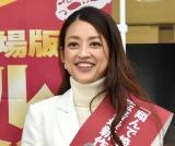 小沢真珠、大宮駅でゲリラ演説 ウグイス嬢ふんし映画PR、まさかの登場に通行人ら騒然